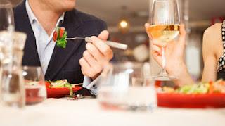Awas, Hindari Kebiasaan Ini Setelah Makan demi Kesehatan Kita