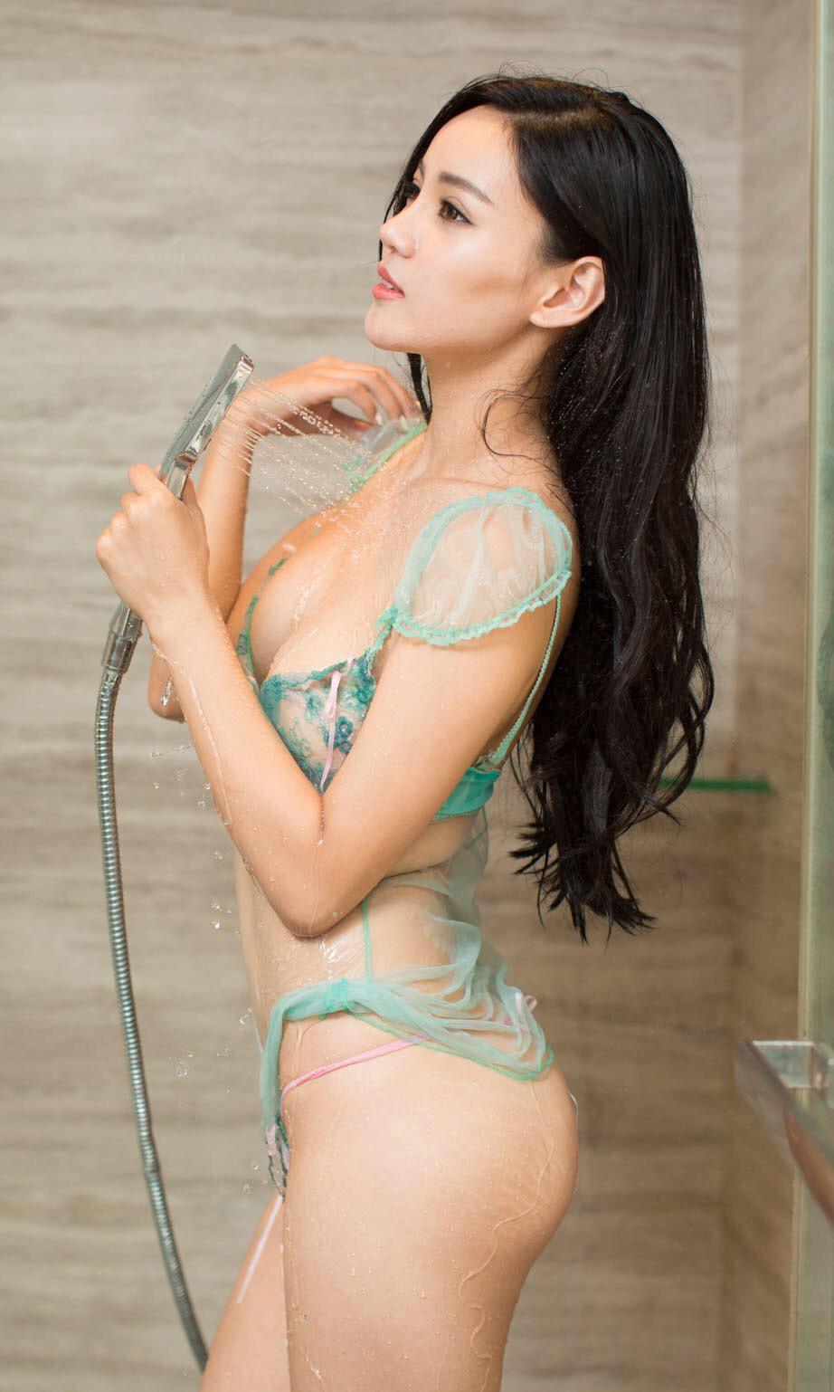 Topless blon babes fuk nud