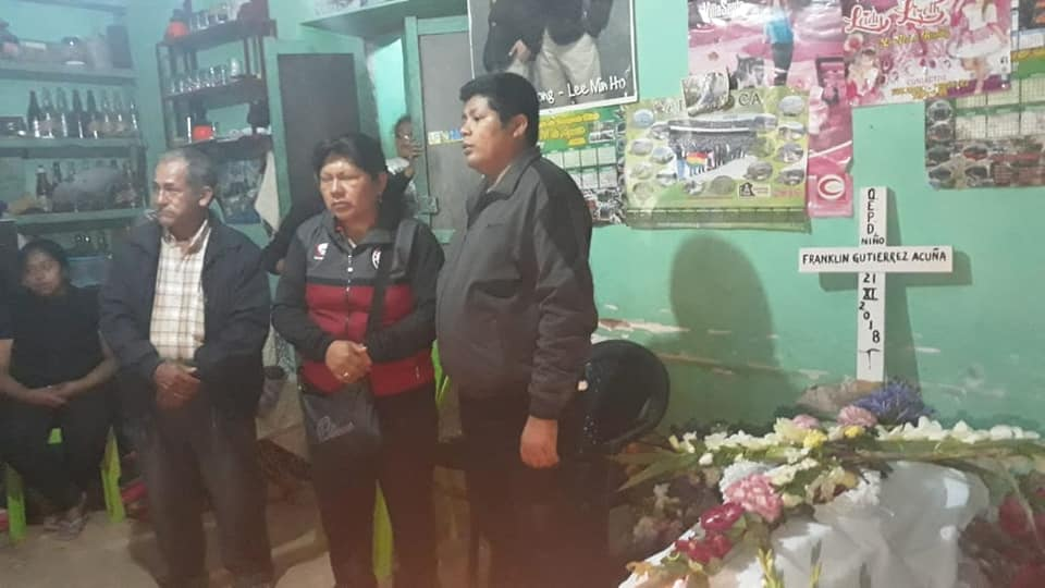 Gutierrez se reencontró con su familia en el velorio del pequeño que mañana iba a cumplir dos años / SHIRLEY GUTIÉRREZ / FM BOLIVIA