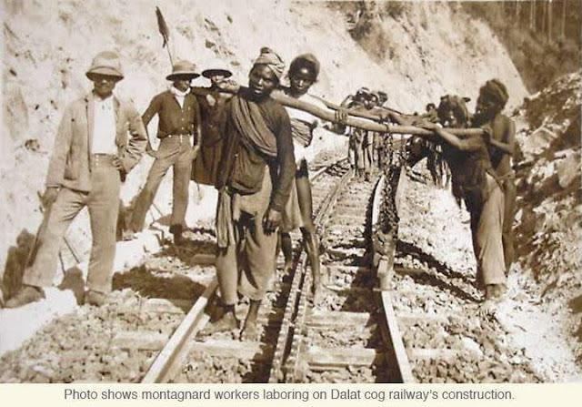 dân phu Việt Nam và kỹ sư Pháp đang xây dựng đường sắt răng cưa Phan Rang - Đà Lạt
