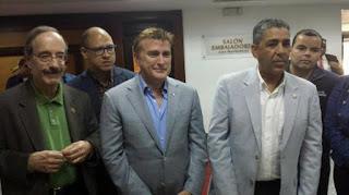Senador electo Adriano Espaillat llega al país a visitar zonas afectas por inundaciones