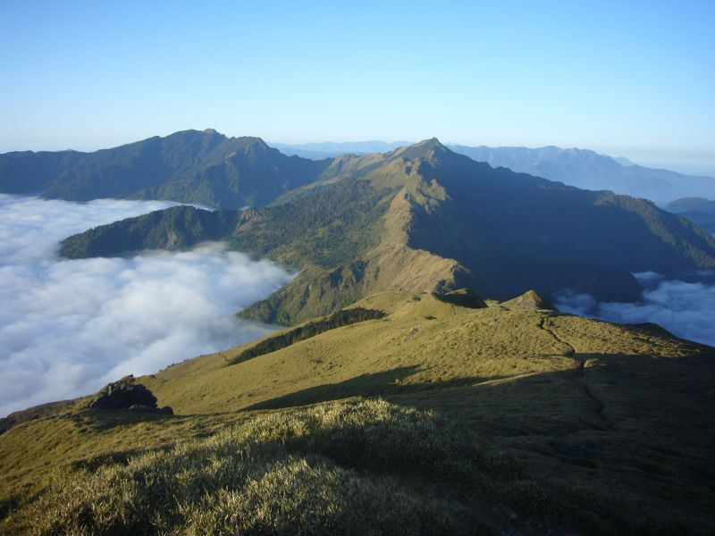 Hitchhiker: 奇萊南峰. 南華山. 雪山翠池。大霸尖山。玉山與嘉明湖山景