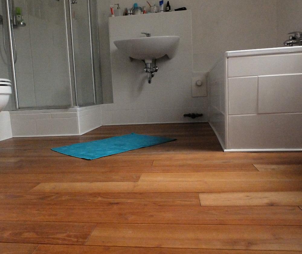 Holzfußboden Im Badezimmer, ein holzfußboden im badezimmer • sabine rottschy, Design ideen