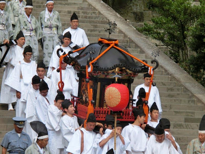 鶴岡八幡宮神輿(神功皇后)