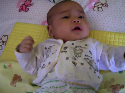 Aqil usia 3 bulan sedang tiduran