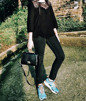 Vero Moda black  lace top, Levi's black womens Jeans, Reebok Hexaffect, indian fashion blogger