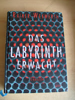 http://www.amazon.de/Das-Labyrinth-erwacht-Rainer-Wekwerth/dp/3401067885/ref=tmm_hrd_swatch_0?_encoding=UTF8&qid=1444906534&sr=1-1
