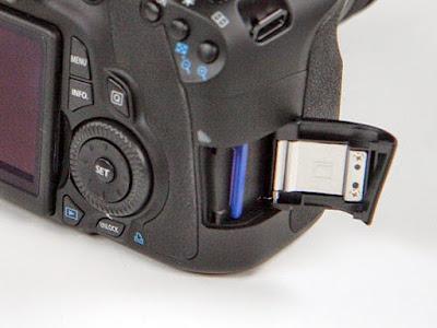 Letak penyimpanan memory card pada kamera Canon EOS 60D