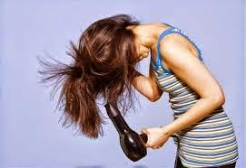 mengeringkan rambut berlebihan bisa mengakibatkan rambut rusak