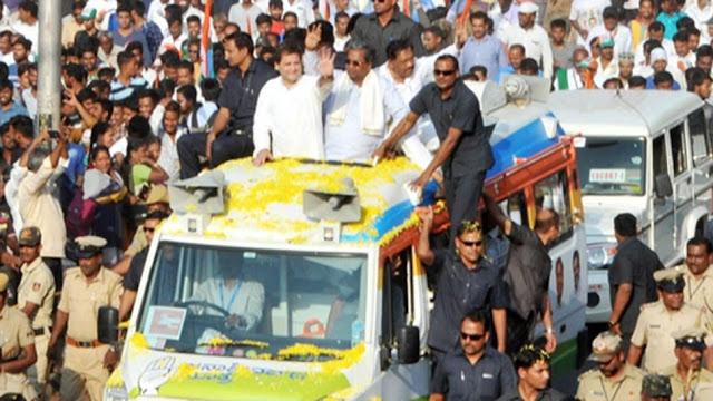 VIDEO: जब राहुल गांधी के गले में दूर से उड़ते हुए आ गिरी फूलों की माला, SPG रह गई हैरान