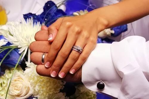 Tại sao đeo nhẫn cưới ngón áp út tay trái và ý nghĩa của nó