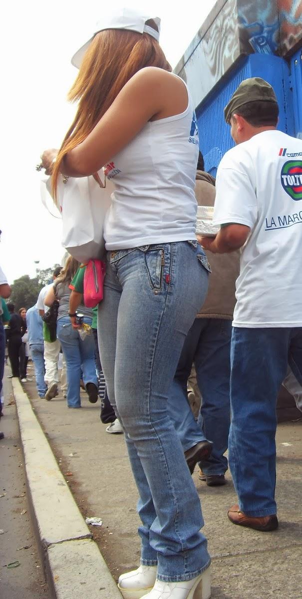 Candid jovensita por la ciudad piernas largas culona - 5 2