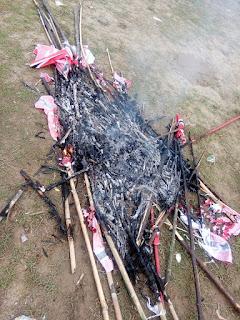 Warga Krueng Sabee Mengamuk Karena Bendera Partai Aceh Dibakar