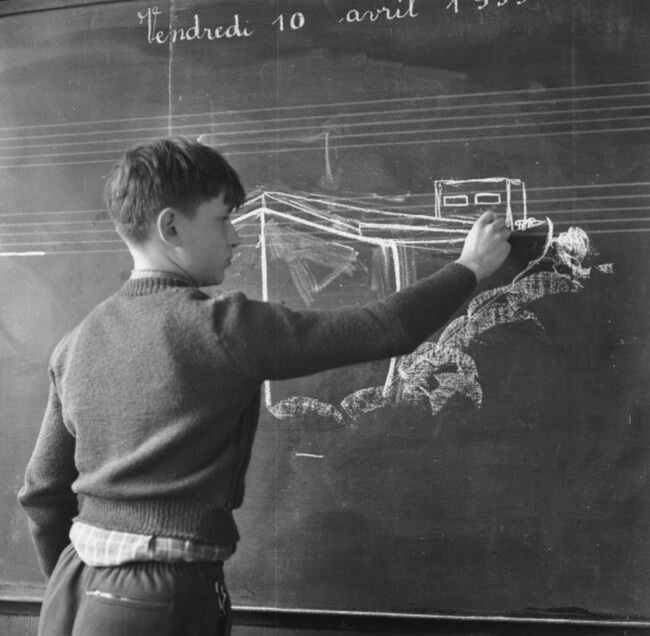 29 Pictures Of Children Of The Past Show The Differences Between Generations - A student at the school for the sons of sailors, 1959