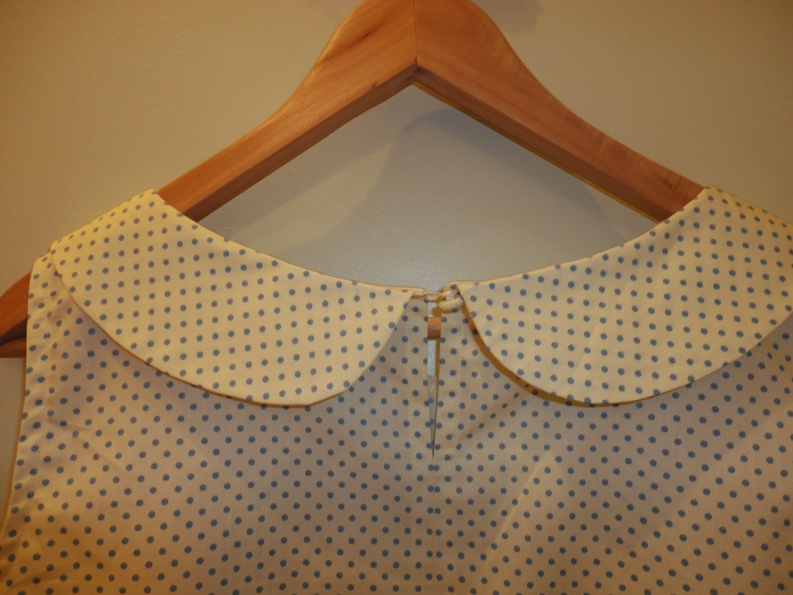 Simplicity 1693 - Back view of Peter Pan collar