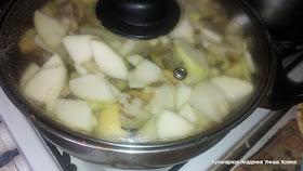 рагу из свинины и овощей подготовленное для тушения в сотейнике