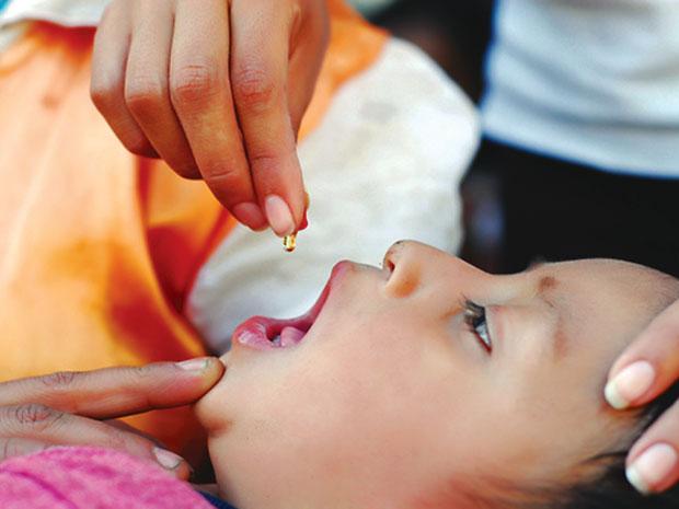 feeding vitamin A to a kid