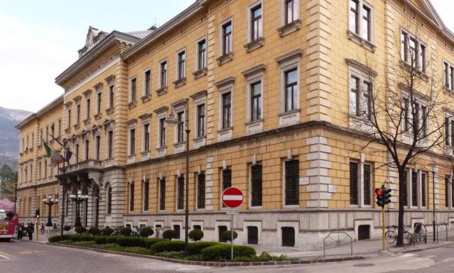 Trento, Corte d'Appello riconosce maternità surrogata per due papà: sentenza storica