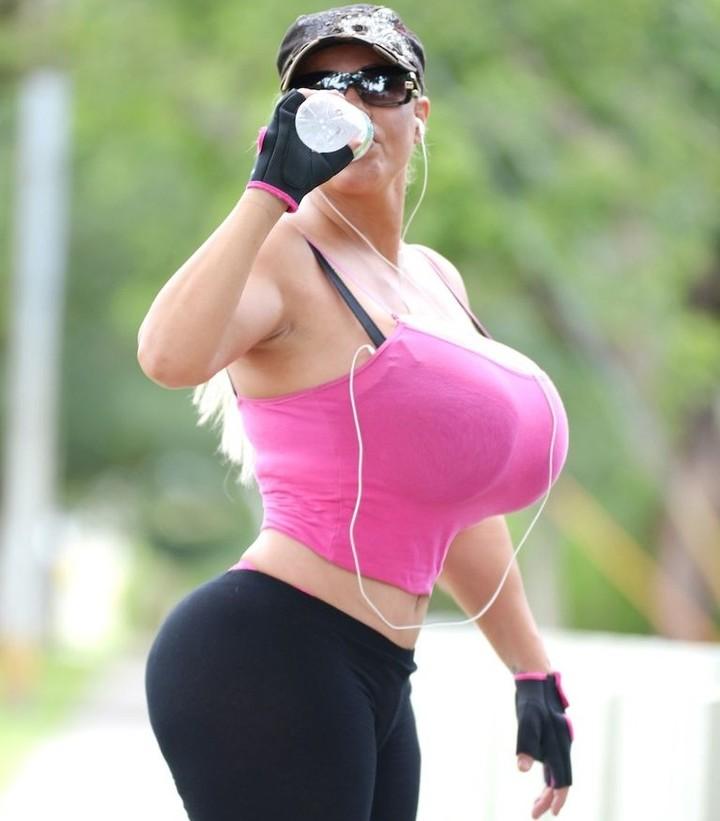 As mulheres com os maiores seios do mundo