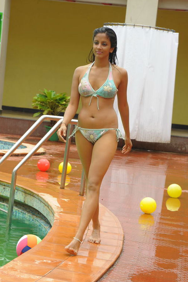 Telugu Cinema Wallpapers Rithika Hot Photos-9145