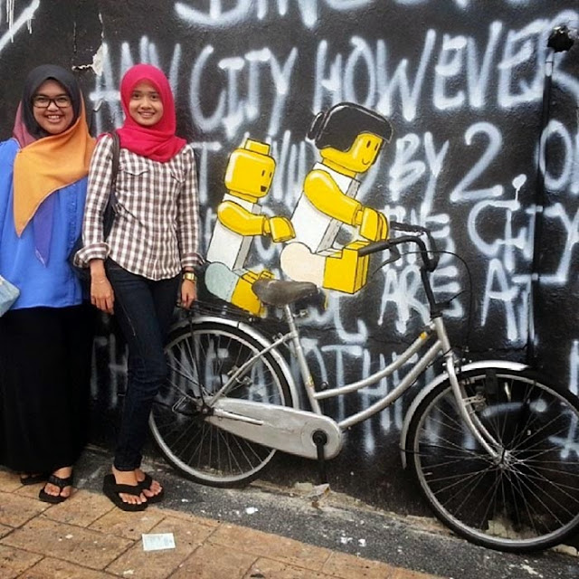Playful Street Art By Ernest Zacharevic in Johor Bahru in Malaysia. 6