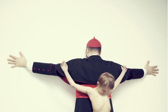 Σοκ από φωτογραφίες με σταυρωμένα παιδιά –Παιδεραστία στο Βατικανό, σεξουαλικός τουρισμός, εμπορία οργάνων [εικόνες]