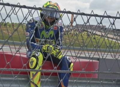 Jatuh di GP Jepang, Rossi Sukses Perpanjang Rekor Gagal Juara Dunia