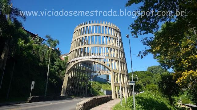 Pipa Pórtico, entrada de Bento Gonçalves, Serra Gaúcha
