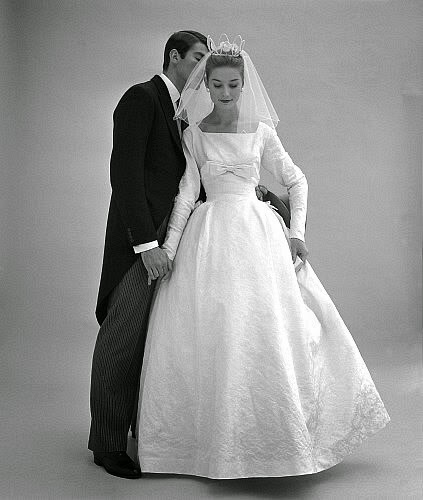 The Perfect Veil For 1950s Wedding Dresses.