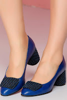 Pantofi Tanya bleumarin cu aplicatie pe varf si toc gros cu buline 3D •