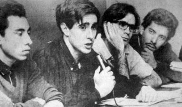 Perelló, con el micrófono, durante una conferencia de prensa del CNH en 1968. FOTO: Archivo