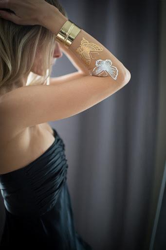 Branco tatuagem de borboleta ideias para as mulheres na mão