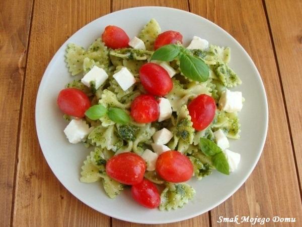 Makaron z migdałowym pesto, pomidorami i mozzarellą