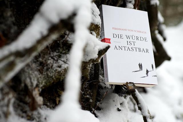 Rezension: Die Würde ist antastbar von Ferdinand von Schirach. www.nanawhatelse.at