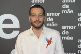 Humberto Carrão interpreta o Sandro em Amor de Mãe (Foto: Reprodução)