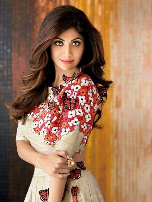 Shilpa Shetty Hot Images, Bold Wallpapers || Saari Images of Shilpa Shetty with Cleavage Show