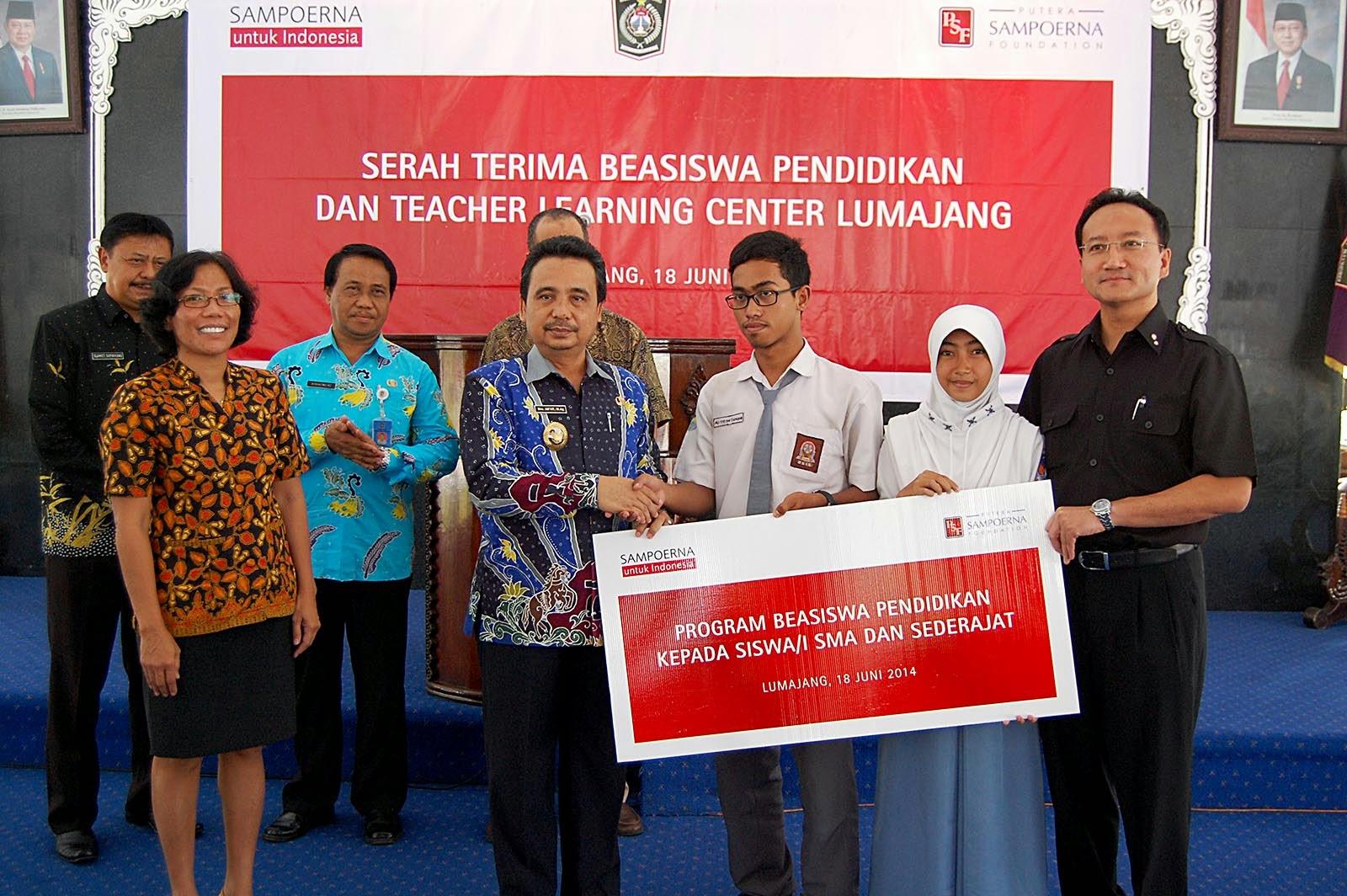 Pendidikan Karakter Untuk Sma Dasar Pendidikan Indonesia Serah Terima Beasiswa Pendidikan Oleh Pt Hm Sampoerna Kim Sinar