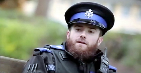 Meski Menjadi Polisi, Muslim Inggris Ini Tetap Pelihara Jenggot Dan Shalat Tepat Waktu