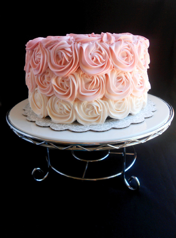 As Long You Re Familiar With The 1m Tip And Ve Made Roses Before This Cake Is An Absolute Cinch To Make Even If Never