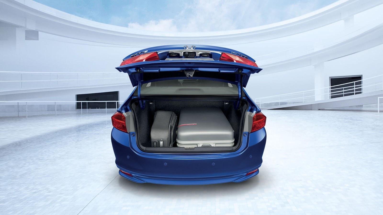 Cốp xe có thể chở được rất nhiều hàng bên trong