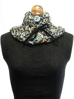 cuello punto jaspeados en tonos azules y marrón