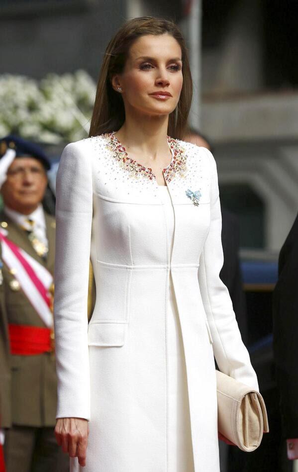 94538cea9 El look de Letizia en su primer día como Reina con un outfit by Felipe  Varela