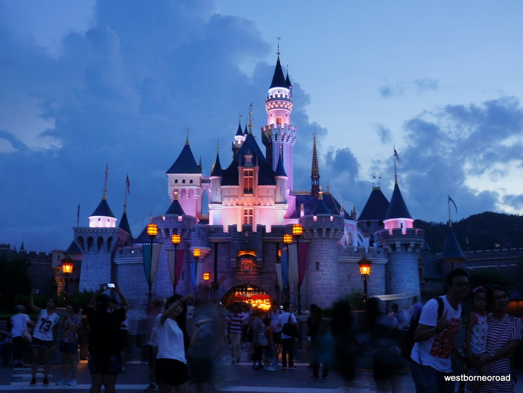 Pengalaman Bermain di Disneyland Hong Kong ~ West Borneo Road