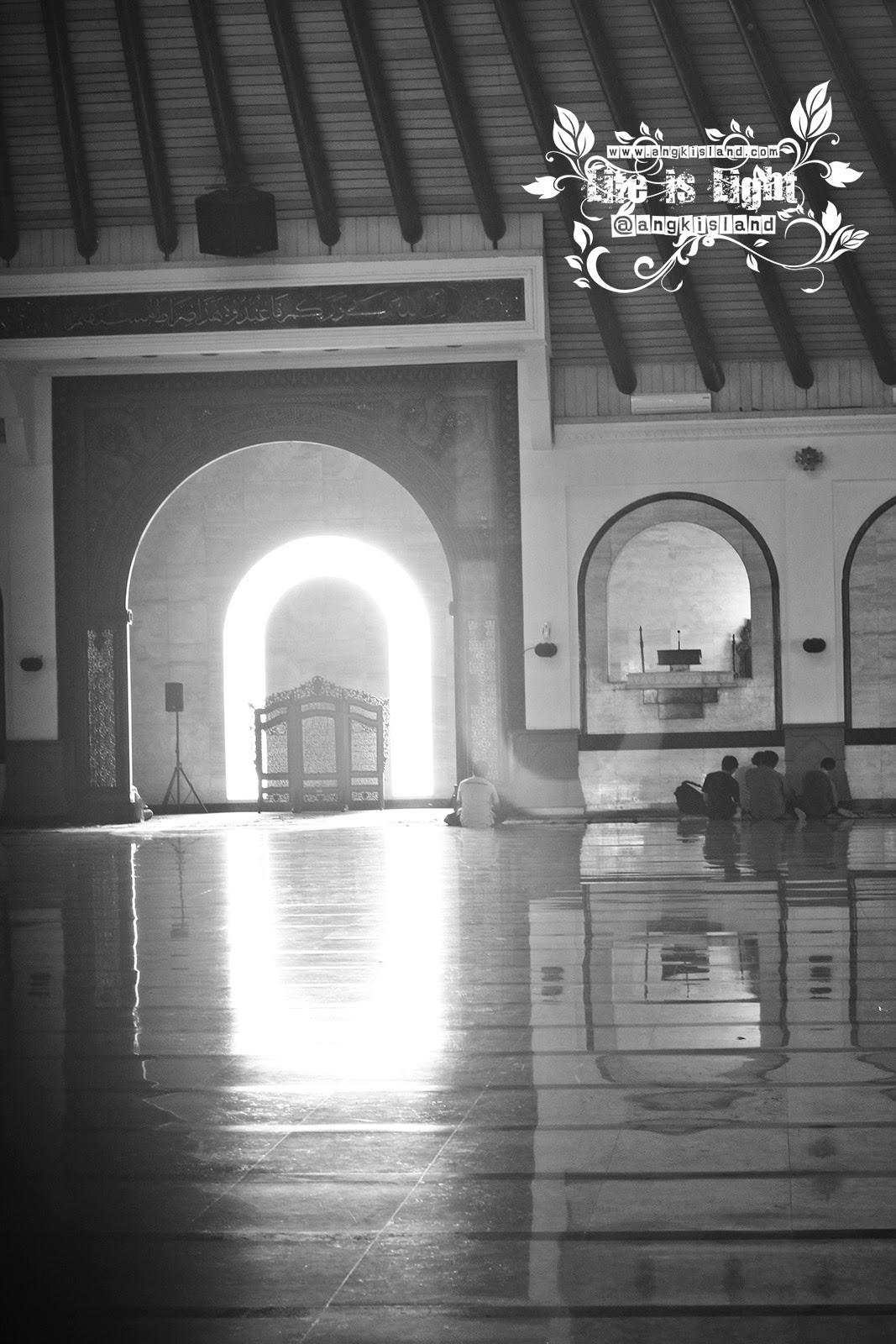 cahaya di Masjid Agung Jawa Tengah