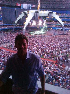 Hugh Jackman en el concierto de U2 360 Tour en Toronto 2011