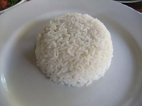 Nasi Makanan Tinggi Karbohidrat yang Perlu Dibatasi Konsumsinya