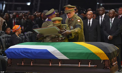article 2524000 1A1DE2EA00000578 779 964x578 Photos from Nelson Mandelas funeral