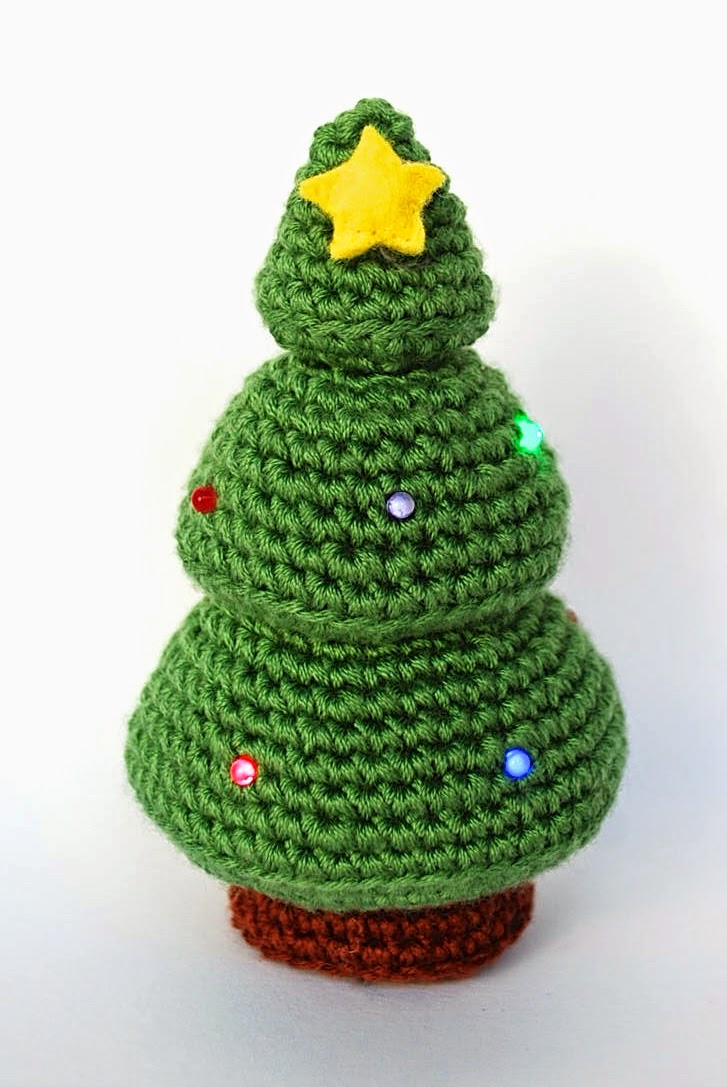 Amigurumi Christmas tree with LED lights
