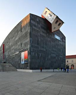 Rekaan Bangunan yang Kreatif, Unik & Pelik