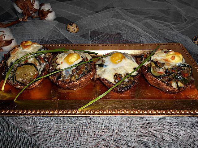 cogumelos recheados com legumes e ovo de codorniz